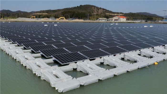 Cấu trúc pin mặt trời nổi góp phần giảm 70% lượng nước bốc hơi